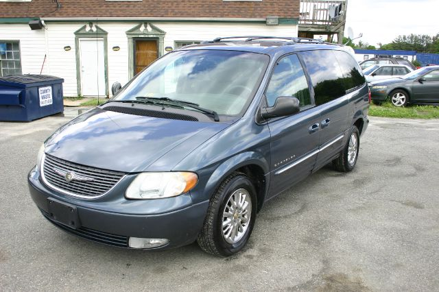 used 2001 chrysler town and country limited 4dr minivan in fredericksburg va at family motors. Black Bedroom Furniture Sets. Home Design Ideas