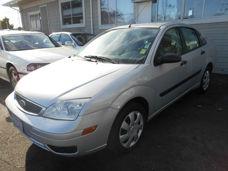 2005 FORD FOCUS ZX4 S 4DR SEDAN