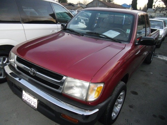 1998 TOYOTA TACOMA XTRA CAB 2WD red 2 door2 wheel driveair conditioningamfm radiocd playerdr