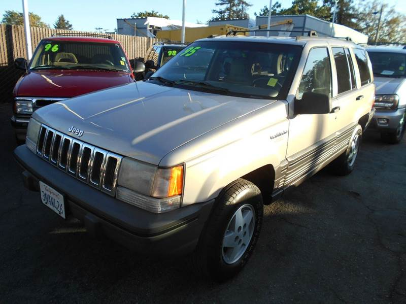 1995 JEEP GRAND CHEROKEE LAREDO 4DR 4WD SUV silver abs - 4-wheel cassette center console cruis