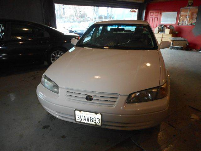 1997 TOYOTA CAMRY LE V6 4DR SEDAN white abs - 4-wheel cassette cruise control exterior mirrors