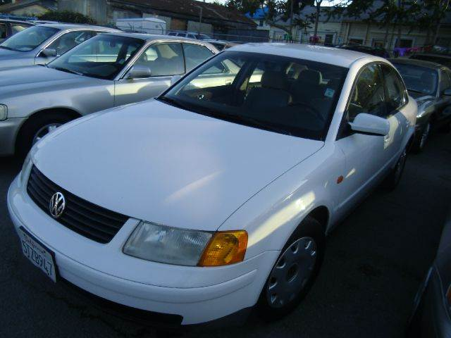 1998 VOLKSWAGEN PASSAT GLS white abs brakesair conditioninganti-brake system 4-wheel absbody s