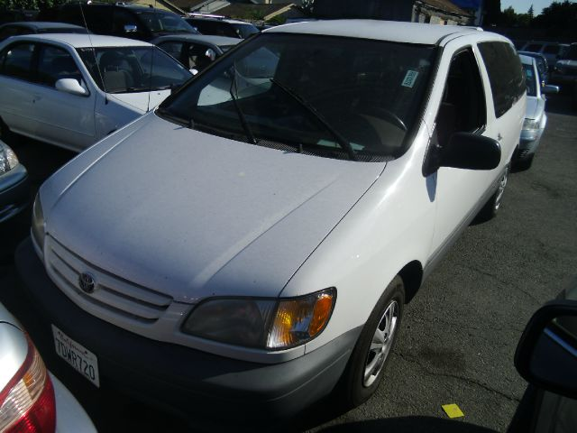 2001 TOYOTA SIENNA CE 4DR MINIVAN white abs - 4-wheel captain chairs 2 cassette clock daytim