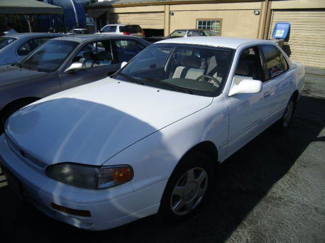 1996 TOYOTA CAMRY LE V6 white air conditioninganti-brake system non-abs  4-wheel absbody styl