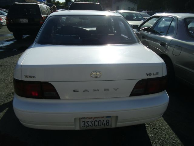 1996 TOYOTA CAMRY LE V6