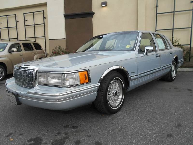 1993 LINCOLN TOWN CAR EXECUTIVE 4DR SEDAN blue abs - 4-wheel air suspension - rear antenna type