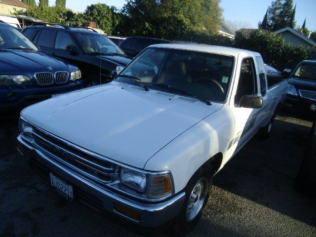 1991 TOYOTA PICKUP white air conditioning amfm radio bedliner 0 miles VIN 1111111111111TOY1