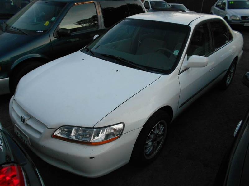 1998 HONDA ACCORD LX 4DR SEDAN white cassette center console cruise control exterior mirrors -