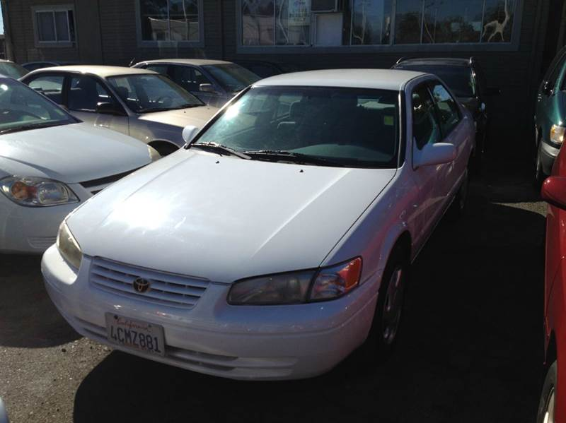1998 TOYOTA CAMRY LE V6 4DR SEDAN white abs - 4-wheel cruise control front air conditioning fr