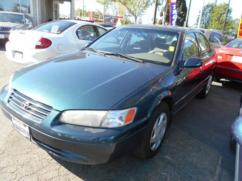 1998 TOYOTA CAMRY LE V6 4DR SEDAN green abs - 4-wheel cruise control front air conditioning fr