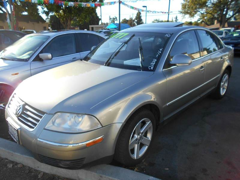 2004 VOLKSWAGEN PASSAT GLX 4DR SEDAN V6 gray abs - 4-wheel anti-theft system - alarm cassette