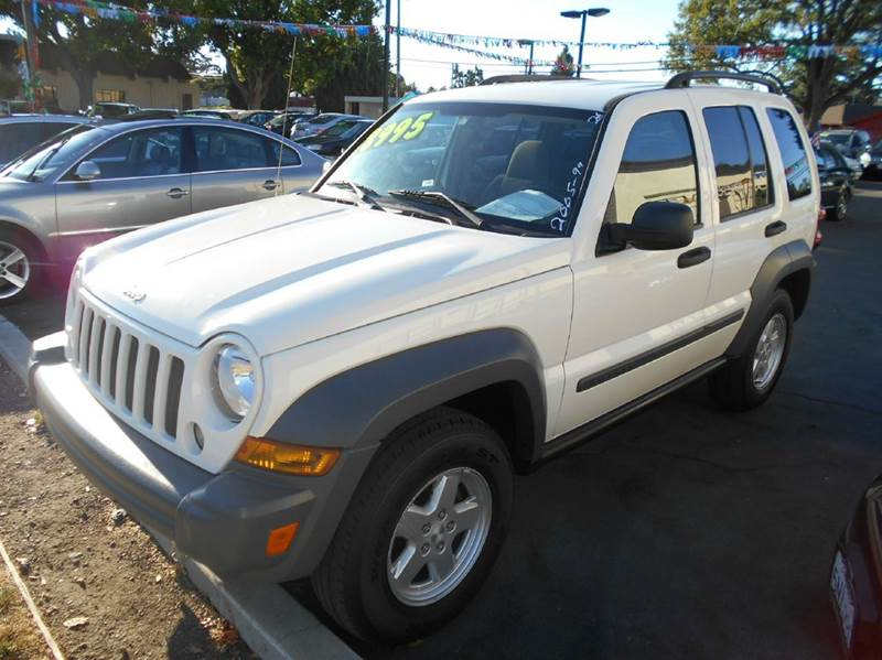 2005 JEEP LIBERTY SPORT 4DR SUV white axle ratio - 410 center console - front console with stor