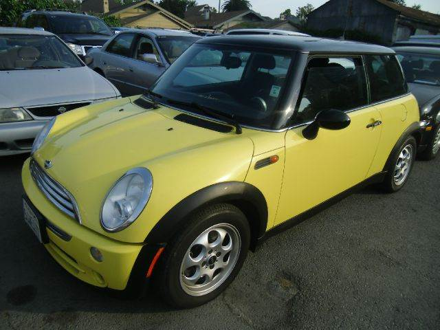 2006 MINI COOPER 2DR HATCHBACK yellow abs - 4-wheel adjustable rear headrests air filtration an