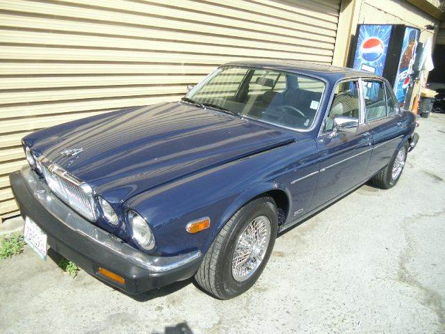 1982 JAGUAR XJ-SERIES XJ6 4DR SEDAN blue 15 inch wheels alloy wheels cassette center console