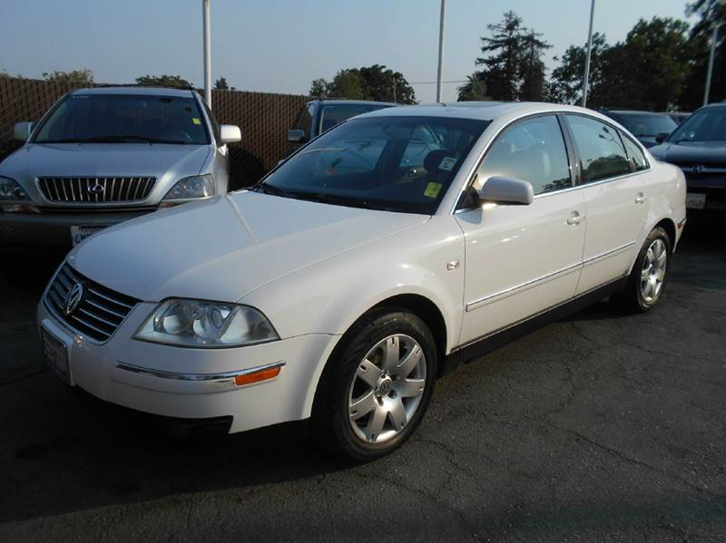 2003 VOLKSWAGEN PASSAT GLX 4DR SEDAN V6 white abs - 4-wheel anti-theft system - alarm cassette