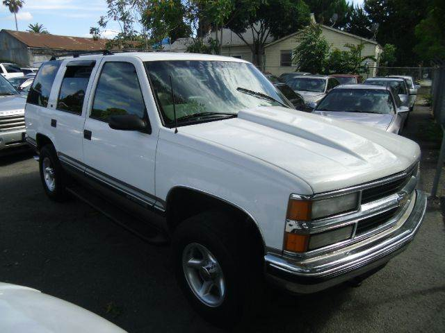 1998 CHEVROLET TAHOE LT 4DR 4WD SUV white 16 inch wheels abs - 4-wheel alloy wheels bumper colo