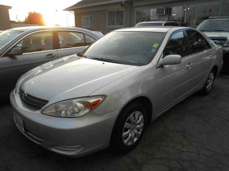 2003 TOYOTA CAMRY LE 4DR SEDAN silver cassette center console clock cruise control daytime ru