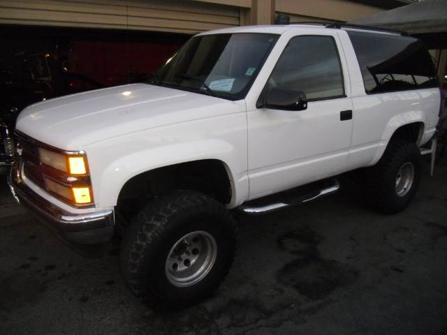 1995 CHEVROLET TAHOE 2-DOOR 4WD white 4wdawdabs brakesanti-brake system 4-wheel absbody style