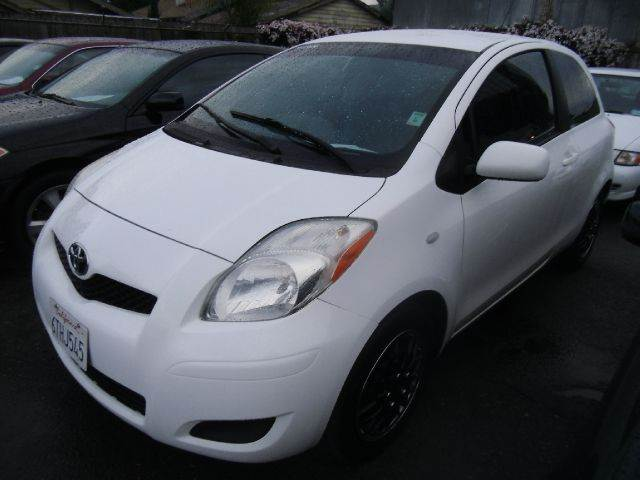 2010 TOYOTA YARIS BASE 2DR HATCHBACK 4A white abs - 4-wheel antenna type - mast body side reinf