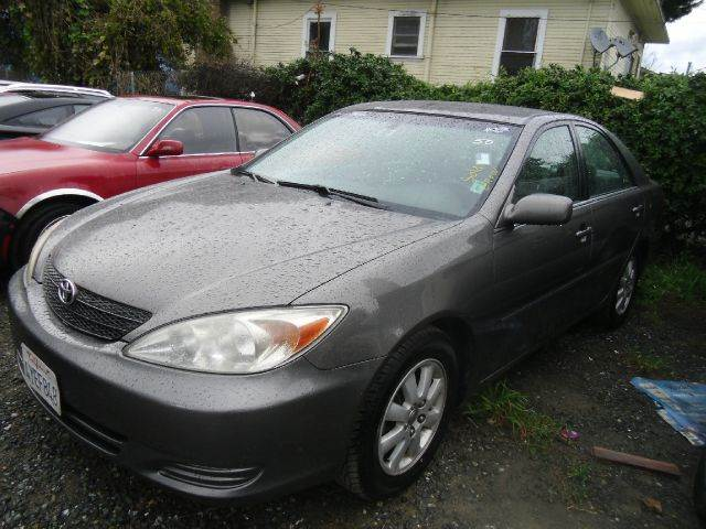 2002 TOYOTA CAMRY LE 4DR SEDAN gray cassette center console clock cruise control daytime runn