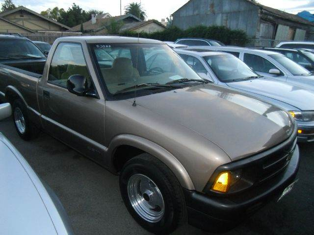 1996 CHEVROLET S-10 LS 2DR STANDARD CAB SB gold abs - rear-only clock daytime running lights fr