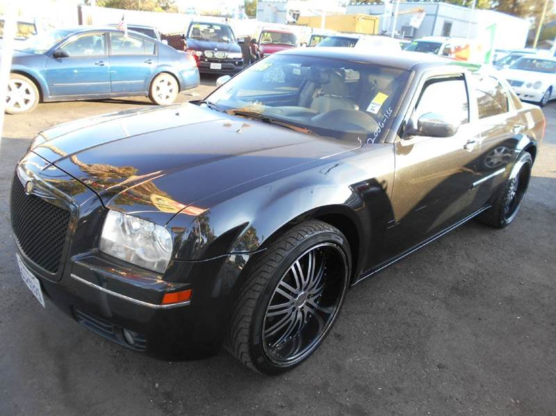 2006 CHRYSLER 300 black air conditioning amfm radio wcd player cruise control driver and pas