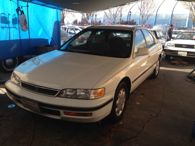 1996 HONDA ACCORD LX SEDAN unspecified 153359 miles VIN 1HGCD5535TA150168