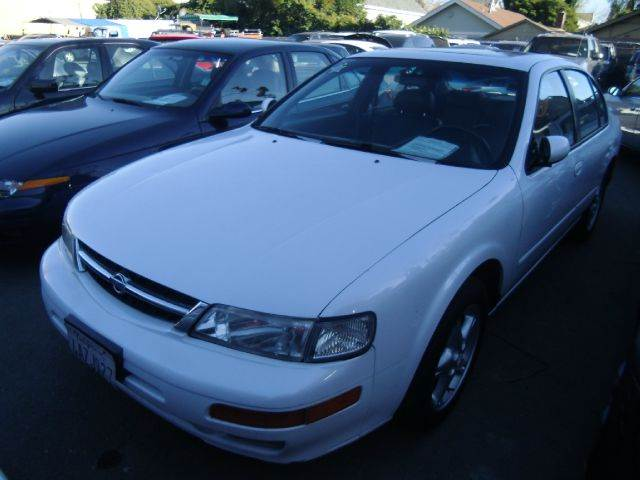 1998 NISSAN MAXIMA white air conditioninganti-brake system non-abs  4-wheel absbody style se
