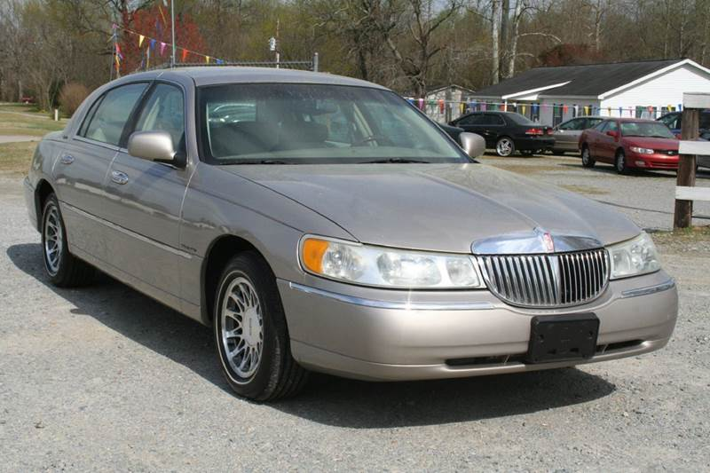 2002 Lincoln Town Car Signature 4dr Sedan In Roanoke Rapids Nc