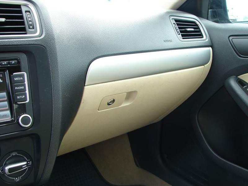2014 Volkswagen Jetta SE 4dr Sedan 6A w/Connectivity and Sunroof - Provo UT