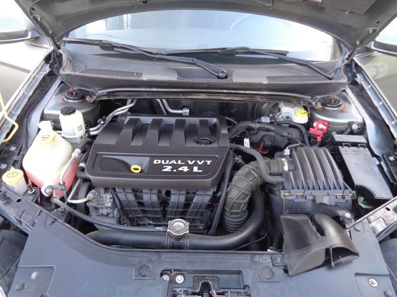 2012 Chrysler 200 Touring 4dr Sedan - Elgin IL