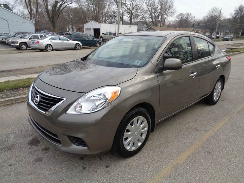 2013 Nissan Versa 1.6 SV 4dr Sedan - Elgin IL