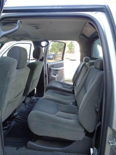 2004 Chevrolet Avalanche 1500 4dr Crew Cab SB RWD - Elgin IL