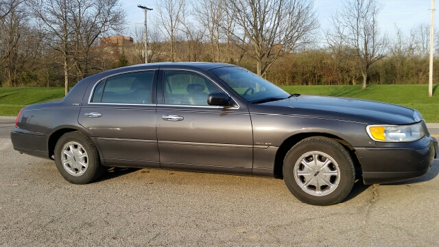 1998 Lincoln Town Car Signature 4dr Sedan In Miamisburg Oh