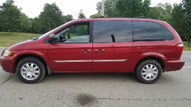 2006 chrysler town and country touring 4dr extended mini van in miamisburg oh superior auto sales. Black Bedroom Furniture Sets. Home Design Ideas
