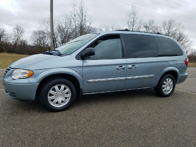 2005 chrysler town and country touring 4dr extended mini van in miamisburg oh superior auto sales. Black Bedroom Furniture Sets. Home Design Ideas
