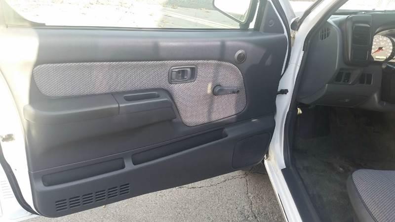 2001 Nissan Frontier 2dr XE Standard Cab SB 2WD - Union Gap WA