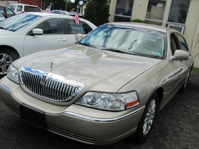 2004 Lincoln Town Car for sale in SOUTH HACKENSACK NJ