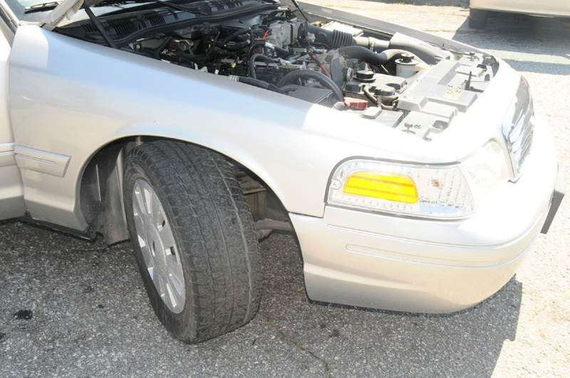 2006 Ford Crown Victoria Police Interceptor w/Street Appearance Package 4dr Sedan (3.55 axle) w/Driver and Passenger Side Air Bags - Anderson SC