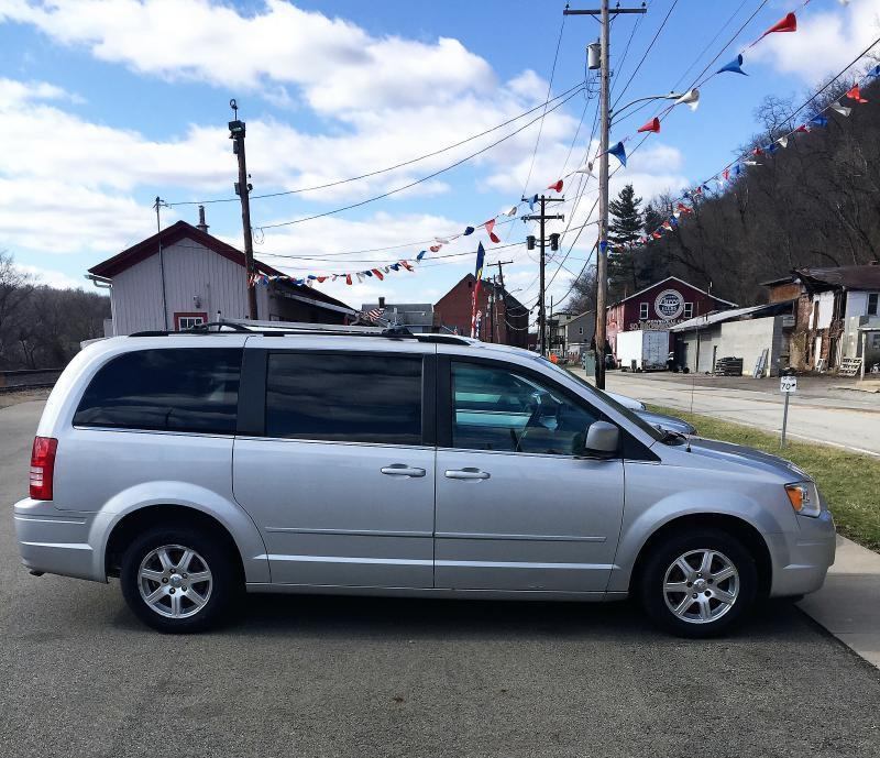 2008 Chrysler Town And Country Touring 4dr Mini-Van In