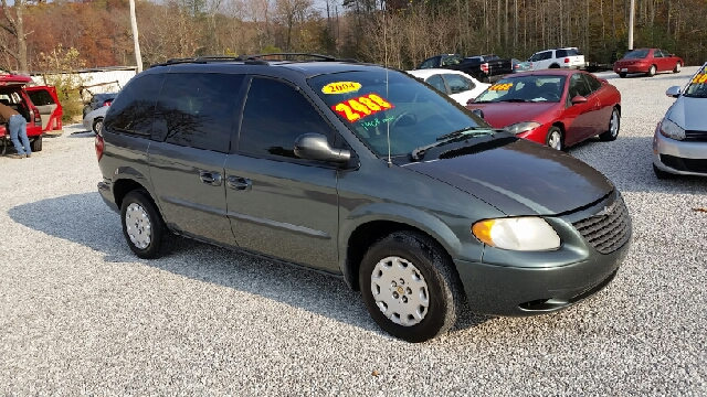 2004 chrysler town and country family value 4dr mini van in oneida tn cooper auto sales. Black Bedroom Furniture Sets. Home Design Ideas