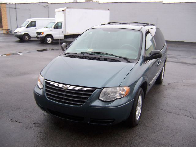2006 Chrysler Town and Country for sale in DANVILLE VA
