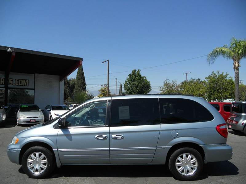 2006 Chrysler Town and Country Touring 4dr Extended Mini Van - Redlands CA