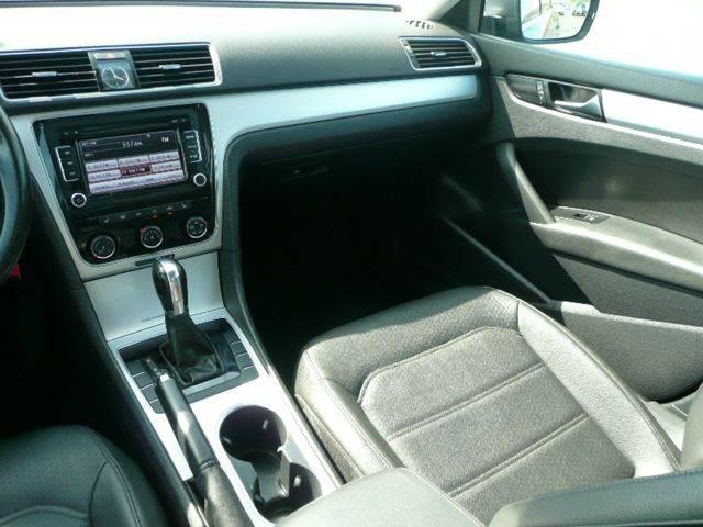 2013 Volkswagen Passat SE 4dr Sedan 6A w/ Sunroof - Osseo MN
