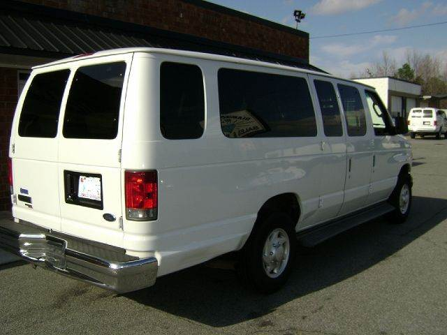 Van E Point Auto Sales >> 2006 Ford E Series Wagon E 350 Sd Xlt 3dr Extended Passenger Van In