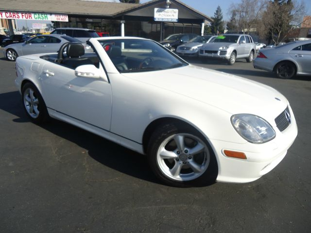 2003 MERCEDES-BENZ SLK-CLASS SLK320 2DR ROADSTER white beautiful mercedes slk320 roadster with a