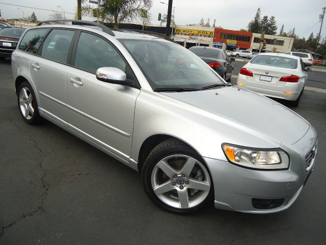 2008 VOLVO V50 24I WAGON silver new in our inventory nice reliable wagon commuter car best revi