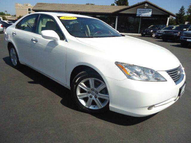 2009 LEXUS ES 350 BASE 4DR SEDAN white well taken care of maintained at the dealership low mil