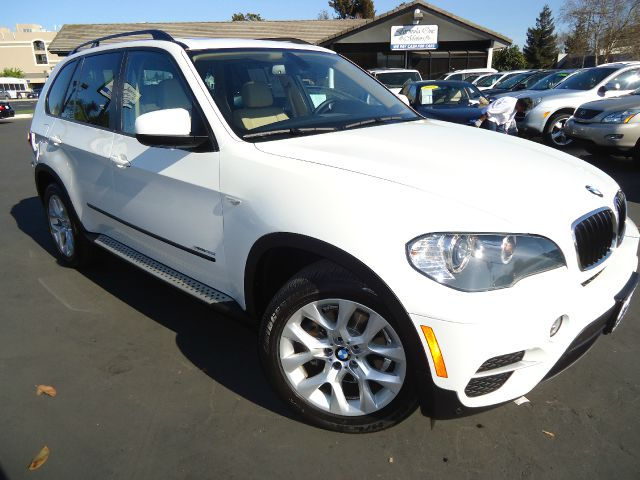 2011 BMW X5 XDRIVE35I alpine white one owner premium pkg running boardnavigation system with 3d