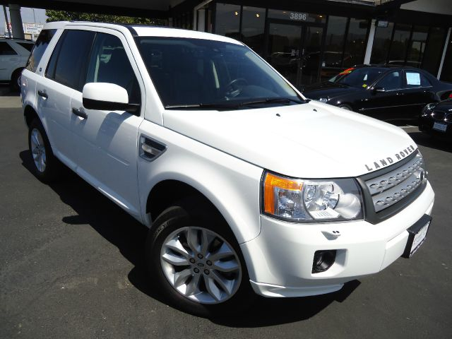 2011 LAND ROVER LR2 HSE white navigation -    navigation system with full map and voice   dual moo